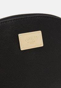 Guess - COREEN BEAUTY COREEN DOME - Kosmetická taška - black - 4