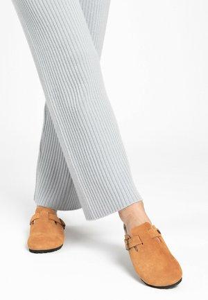 MOKE - Slippers - light brown