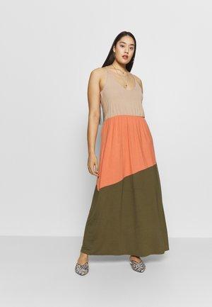 VMIKA DRESS - Maxi šaty - ivy green/carnelian