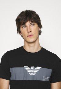 EA7 Emporio Armani - Print T-shirt - black - 3