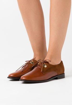 DIVYO - Šněrovací boty - cognac