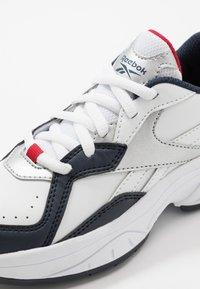 Reebok - RBK XEONA - Chaussures d'entraînement et de fitness - white/dark blue - 2