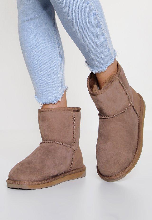 STINGER MINI - Classic ankle boots - mushroom