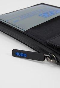 HUGO - VOYAGER NECK POUCH - Rejsetilbehør - black - 7