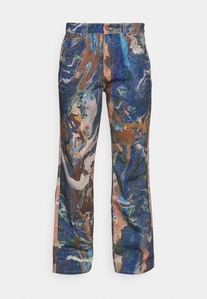 PRINTED SLOUCHY FIT MARBLE - Flared jeans - brown/ blue