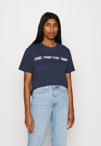 Tommy Jeans - CROP TAPE TEE - T-shirts med print - twilight navy - 0