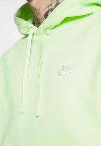 Nike Sportswear - CLUB HOODIE - Felpa con cappuccio - liquid lime/white - 4