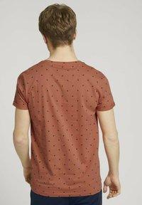 TOM TAILOR DENIM - T-shirt print - orange mini palm leaf print - 2
