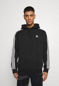 adidas Originals - 3-STRIPES HOODY ORIGINALS ADICOLOR SWEATSHIRT HOODIE - Felpa con cappuccio - black - 0