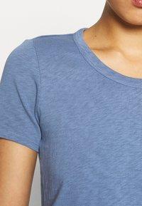 Marc O'Polo DENIM - SHORT SLEEVE CREWNECK SLIM FIT - Basic T-shirt - blue fantasy - 5