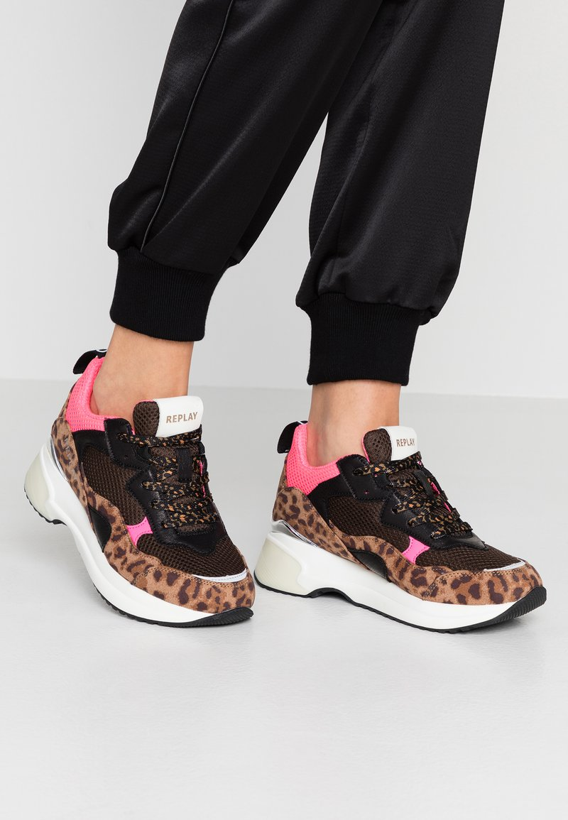 Replay - PLUS - Trainers - brown/pink