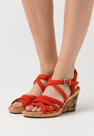 Sandaler m/ kilehæl - koralle