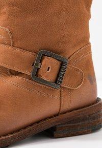 Felmini Wide Fit - GREDO - Cowboy/biker ankle boot - cognac - 2
