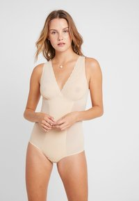 MAGIC Bodyfashion - DSIRED SCALLOP SHEER - Body - latte - 0