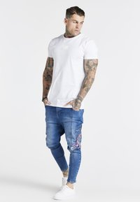 SIKSILK - AOKI DROP CROTCH EMBROIDERED - Slim fit jeans - midstone blue - 1
