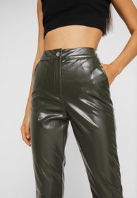 Missguided Tall - PLEAT FRONT CIGARETTE TROUSERS - Bukser - deep green - 5