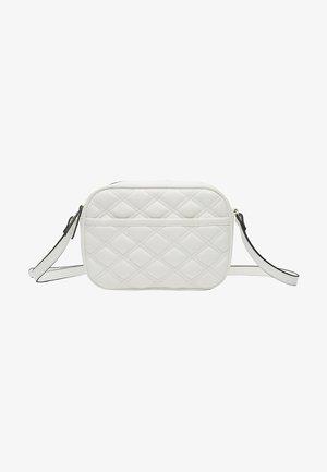 MIT SCHLANGENHAUTPRINT UND PATCHWORK  - Across body bag - white