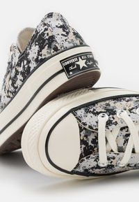 Converse - CHUCK 70 PIXELATED DIGITAL CAMO UNISEX - Sneakers basse - mouse/black/string - 5