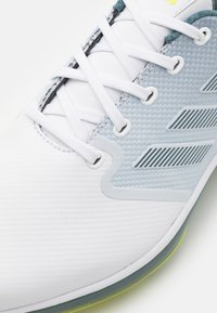 adidas Golf - Golfové boty - footwear white/acid yellow/blue - 5