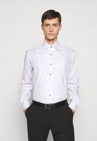 KARL LAGERFELD - SHIRT MODERN FIT - Camicia - white - 0