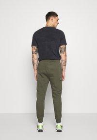 Nike Sportswear - CLUB PANT  - Teplákové kalhoty - twilight marsh - 2