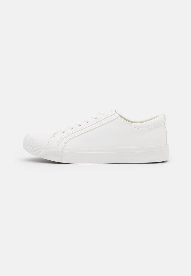 VEGAN EMMY RETRO RISE - Sneakers laag - white