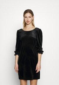 Monki - WILMA DRESS - Pouzdrové šaty - solid black - 0