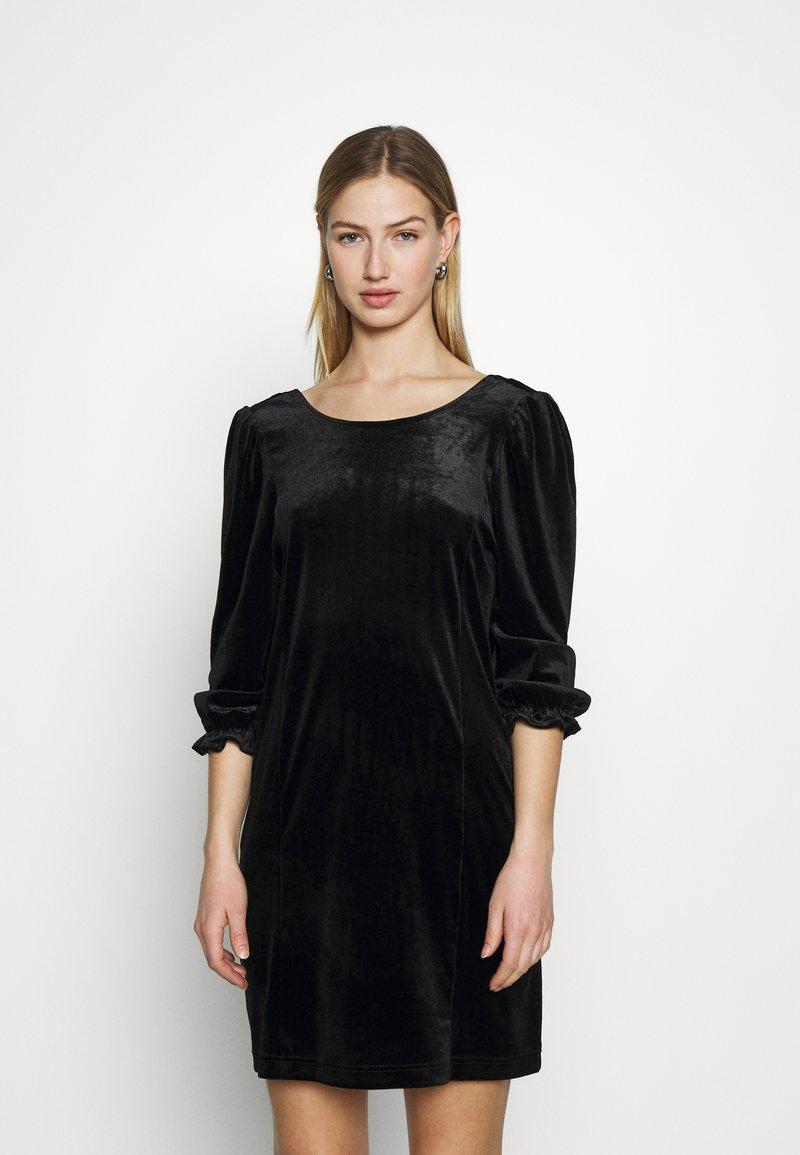Monki - WILMA DRESS - Pouzdrové šaty - solid black