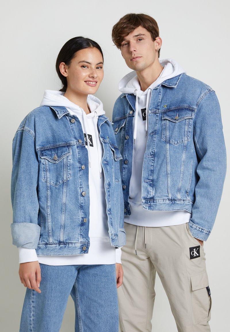 Calvin Klein Jeans - JACKET UNISEX - Spijkerjas - bright blue