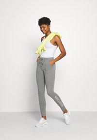 Hollister Co. - LOGO FLEGGING - Teplákové kalhoty - medium grey - 1