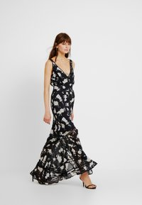 We are Kindred - MIA MAXI DRESS - Maxikleid - black camellia - 1