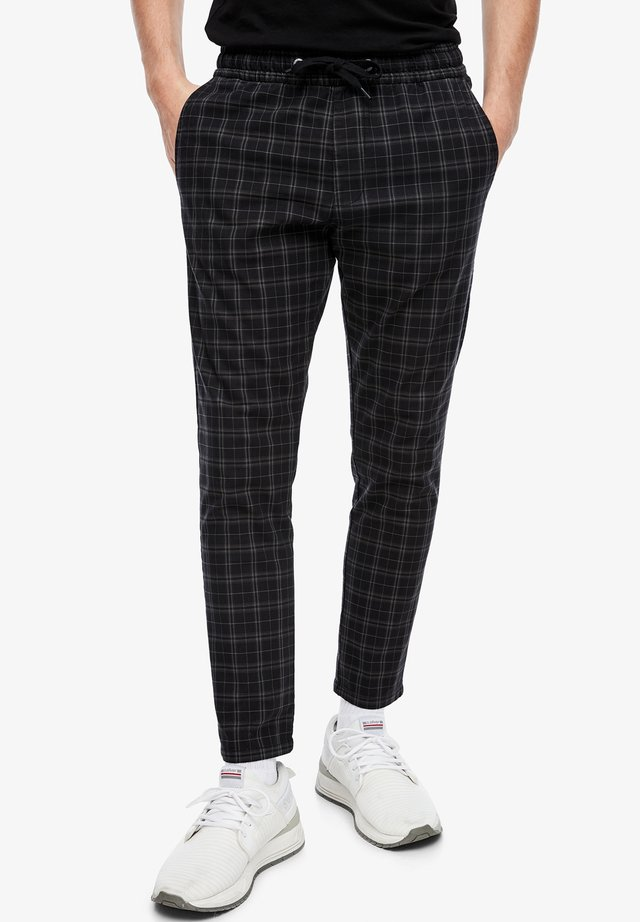 MIT CHECK-MUSTER - Tracksuit bottoms - black