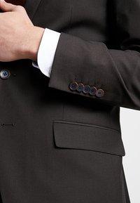 Bugatti - SUIT REGULAR FIT - Suit - dark brown - 9