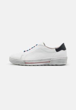 Sneakers laag - weiß/marine
