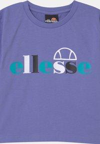 Ellesse - GIANDUIA CROP  - Print T-shirt - purple - 2