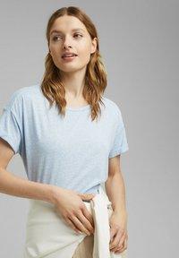 Esprit - PER COO CLOUDY - Basic T-shirt - light blue - 3