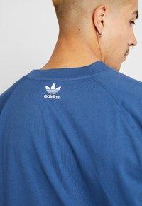 adidas Originals - TREFOIL TEE - T-shirt print - marine - 5