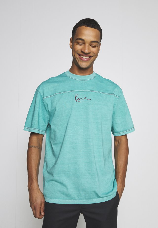 SMALL SIGNATURE WASHED TEE UNISEX  - T-shirt print - turquoise