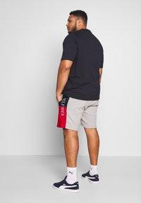 Tommy Hilfiger - INTARSIA  - Shorts - grey - 2