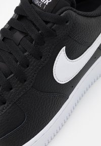 Nike Sportswear - AIR FORCE 1 '07 - Sneakers laag - black/white