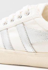 Gola - TENNIS MARK COX - Sneakersy niskie - off white/silver - 2