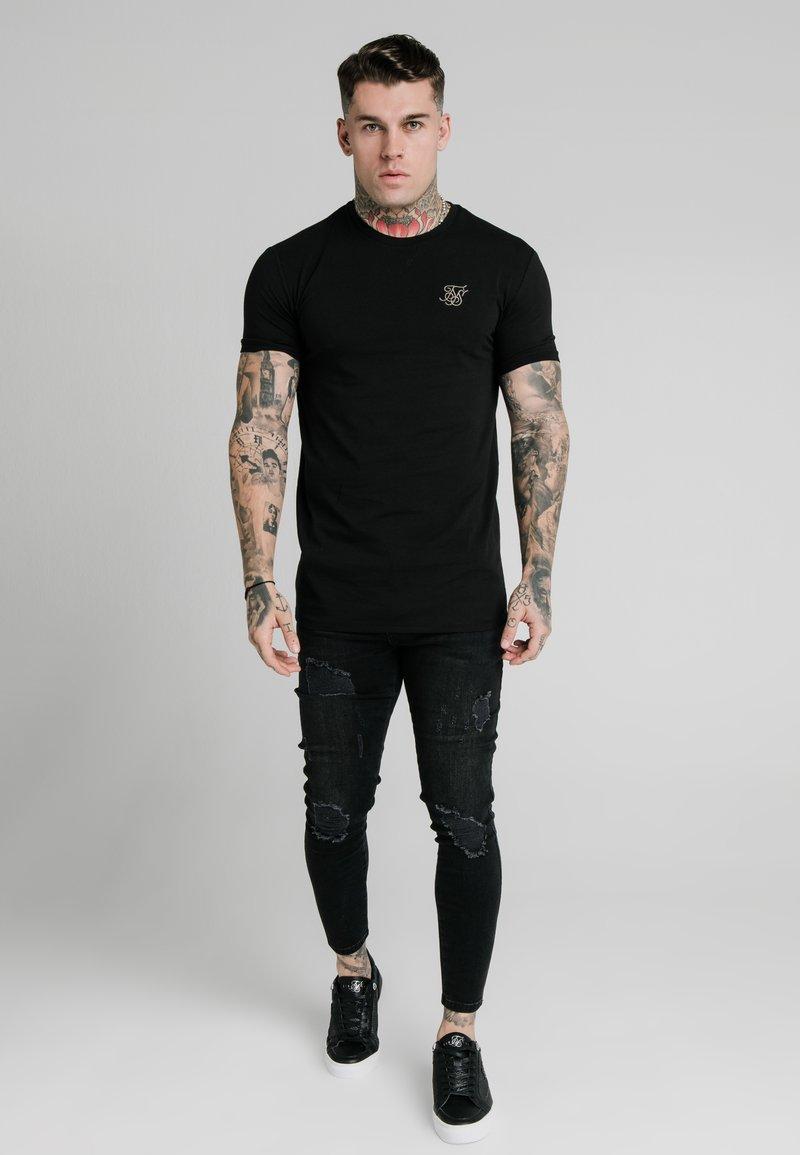 SIKSILK - T-shirt basic - black