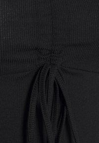 NA-KD - DRAWSTRING DETAIL LONG SLEEVE - Langærmede T-shirts - black - 2
