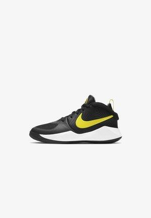 TEAM HUSTLE D 9 UNISEX - Basketball shoes - black/light smoke grey/high voltage