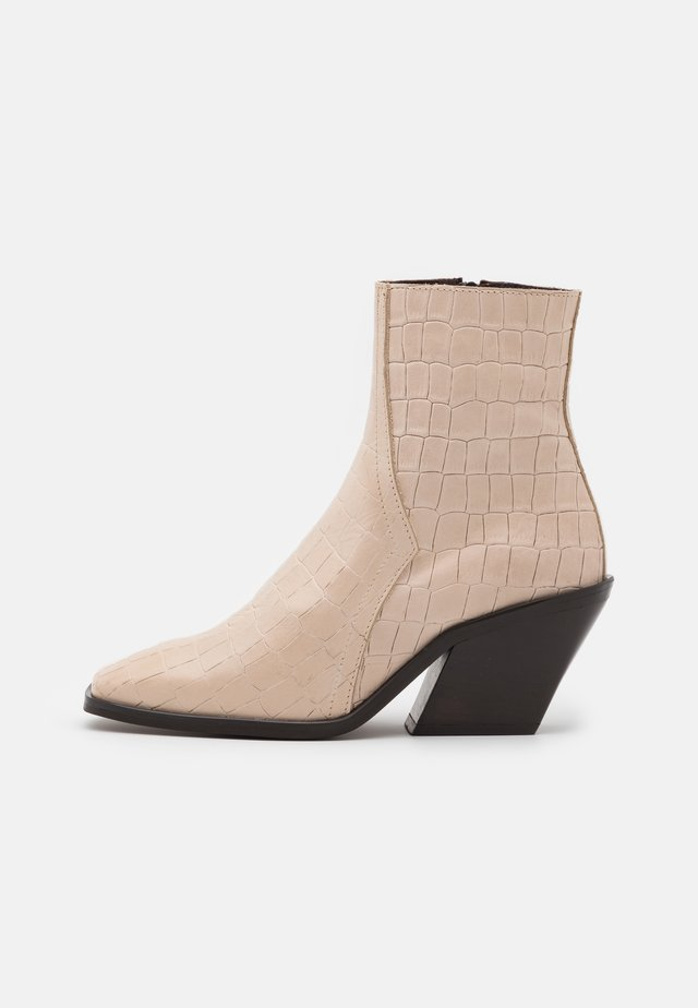 VMEMILY BOOT - Bottines - beige
