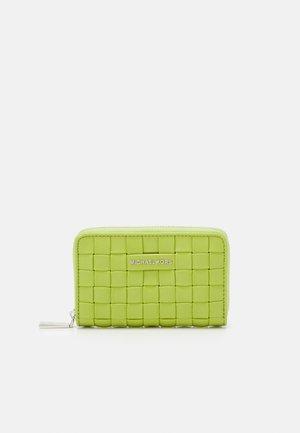 JET SET CARD CASE - Wallet - lime