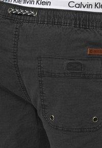 INDICODE JEANS - Shorts - black - 3