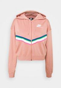 rust pink/white