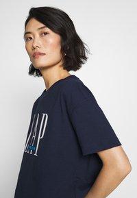 GAP - T-shirt z nadrukiem - navy - 3