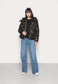 Liu Jo Jeans - IMBOTTITO OVATT - Winter jacket - verdone - 1